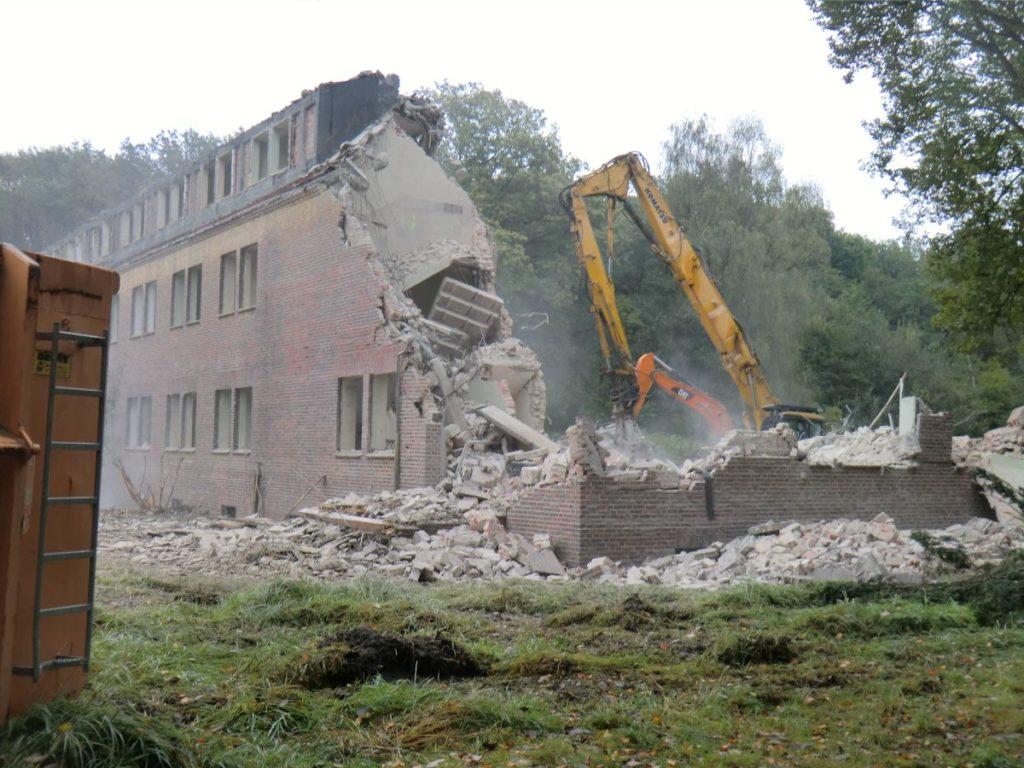 Block-48-10-1-Fliegerhorst-Jabog-Abriss-von-Gebaeuden-20111011_0349
